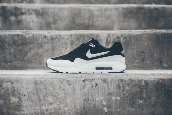 nike-air-max-1-ultra-moire-blackwhite-01-960x640